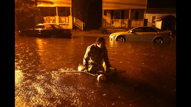 Michael Nelson floats in a boat made from a metal tub and fishing floats after the Neuse River went over its banks and flooded his street during Hurricane Florence September 13, 2018 in New Bern. (Photo by Chip Somodevilla/Getty Images)