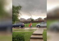 Teacher warns parents as tornado nears pickup line