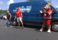 Hurricanes coach Rod Brind'Amour delivers lunch to healthcare workers